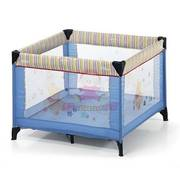 Travel cot with two sets of multicolour plastic balls