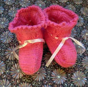 Adorable hand-knitted baby clothes online